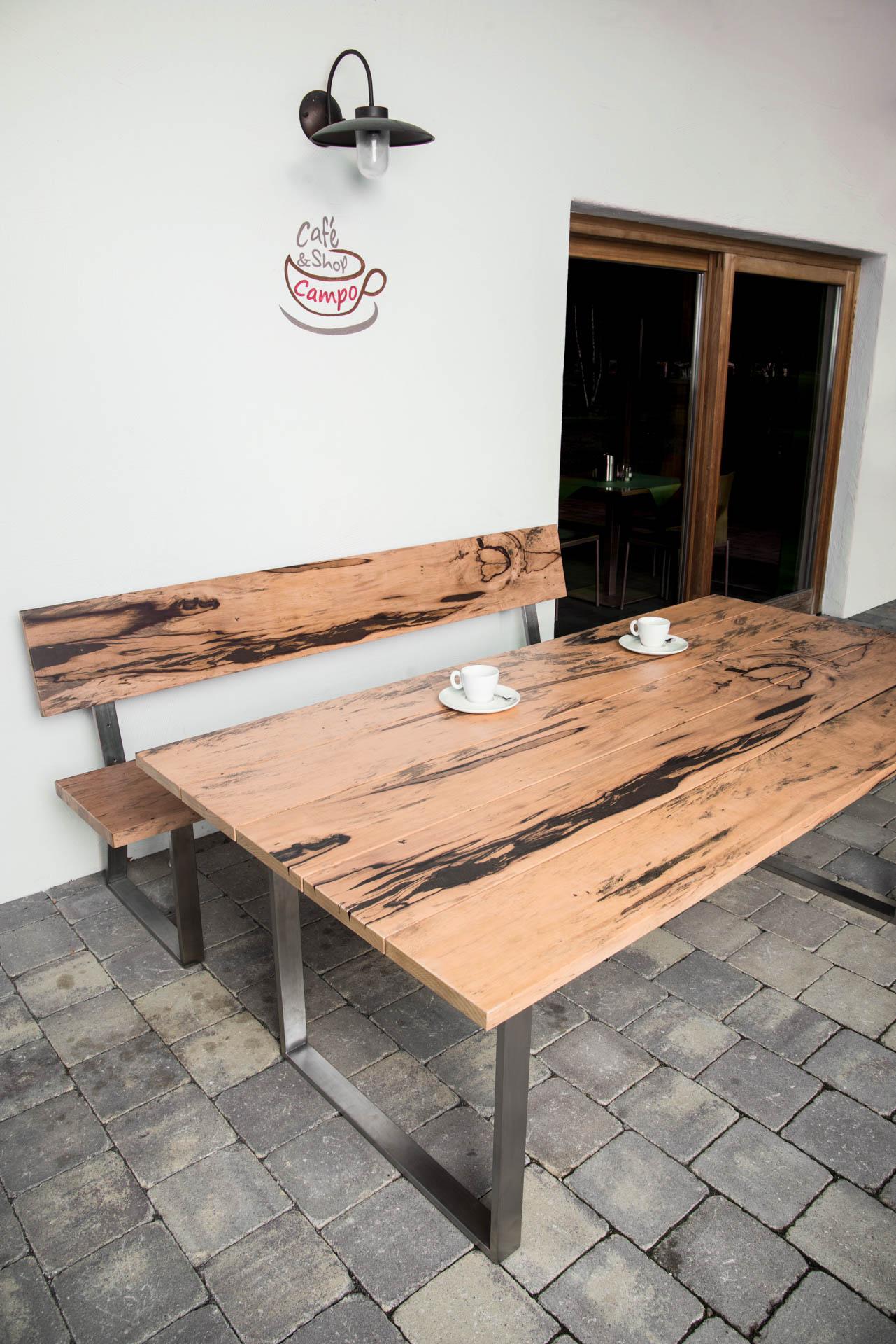 gartentisch aus altholz edelholz und obstholz f r terrasse. Black Bedroom Furniture Sets. Home Design Ideas