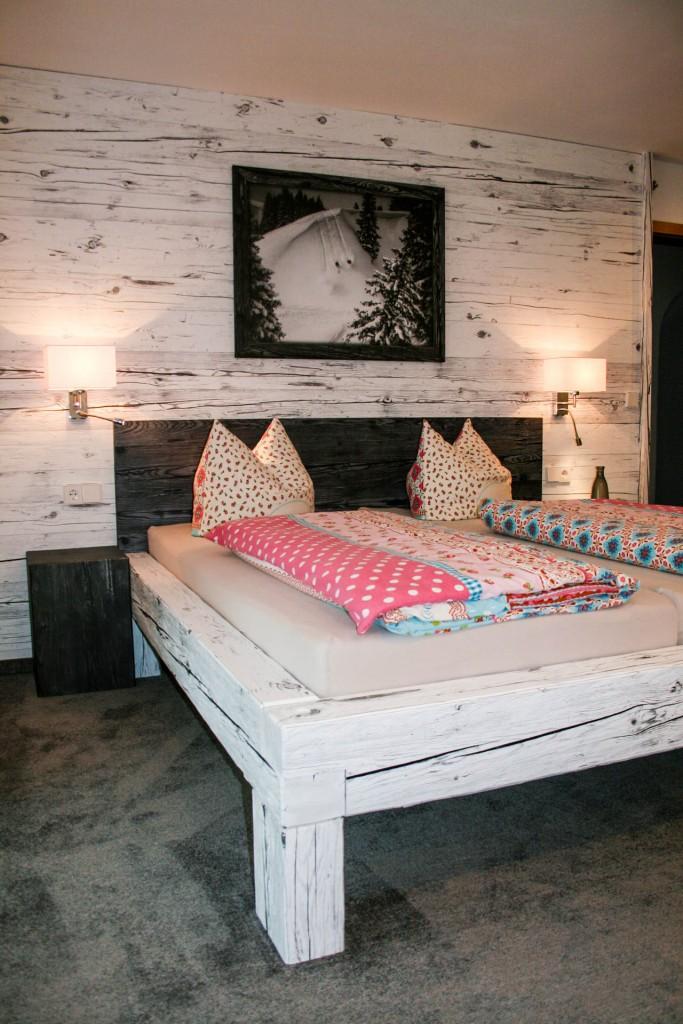 Schlafzimmer | Altholztische